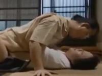 【ヘンリー塚本】昭和の豪邸にて ずっと関係を持っていたお手伝いさんが父と再婚し義母に