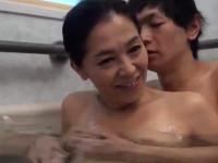 海宮みさき 五十路母が我が子と一線を越えお風呂の中で近親相姦中出しセックス!